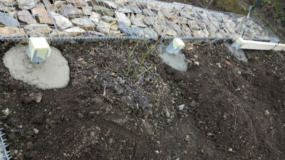 заливка бетоном конусов под столбы